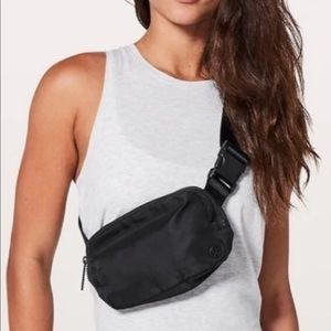 Lululemon belt bag black